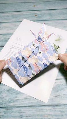 Oragami Envelopes Envelope Origami, Instruções Origami, Origami Swan, Origami Gifts, Paper Crafts Origami, Origami Videos, Diy Origami Cards, Origami Hearts, Origami Boxes