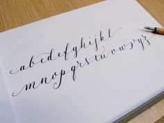"Un alfabeto ""ligero"", variación personal de copperplate/caligrafía inglesa *** ""Airy"" alphabet, personal copperplate variation"