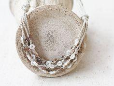 Beige y blanco capas collar Multi cadena por 100crochetnecklaces