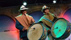 El proyecto busca salvaguardar el Patrimonio Cultural Inmaterial de las comunidades indígenas aymara de Bolivia, Chile y Perú. | Foto: ABI Bolivia, Peru, Riding Helmets, Videos, Dancing, Photos, Turkey, Video Clip