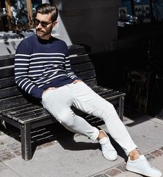 Breton Sweater and White Chinos, Mens Spring Summer Fashion. White Pants Men, White Chinos, White Denim, Sneakers Mode, Sneakers Fashion, Men Sneakers, Fashion Mode, Mens Fashion, Fashion Styles