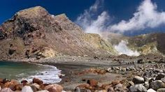Hiking Across An Active Volcano - Wanderlusters - Join us a we hike into the centre of White Island, New Zealand& only active marine volcano. Gisborne New Zealand, Active Volcano, Road Trip Usa, Natural Wonders, Hiking Trails, Beautiful Beaches, Mother Nature, Philippines, Beautiful Pictures