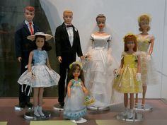 I had that handed-down Barbie wedding gown; Play Barbie, Barbie Life, Barbie World, Barbie And Ken, Vintage Barbie Clothes, Vintage Dolls, Doll Clothes, Barbie Wedding Dress, Wedding Doll