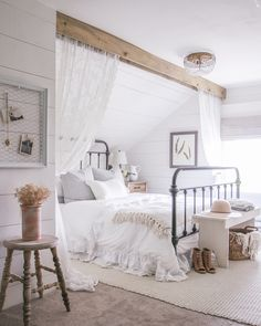 Are you looking for inspiration for farmhouse living room? Check out the post right here for unique farmhouse living room images. This specific farmhouse living room ideas looks completely amazing. Master Bedroom Design, Home Decor Bedroom, Decor Room, Bedroom Furniture, Furniture Decor, Diy Bedroom, Fancy Bedroom, Master Suite, Dream Bedroom