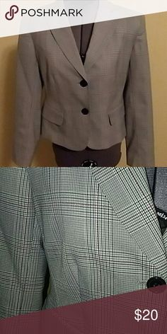 Plaid blazer Plaid blazer, never worn, black, grey, white and red plaid stretch blazer Bandolino Jackets & Coats Blazers