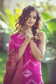 Dreamers Events — s-o-t-e-e: Shanvi Beautiful Girl Indian, Beautiful Girl Image, Most Beautiful Indian Actress, Beautiful Saree, Indian Photoshoot, Saree Photoshoot, Beauty Full Girl, Beauty Women, Indian Models
