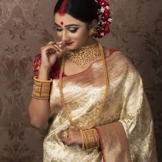 Image may contain: 1 person Indian Wedding Gowns, Indian Bridal Outfits, Indian Bridal Fashion, Wedding Dresses, Bengali Bride, Bengali Wedding, Bengali Saree, Bengali Bridal Makeup, Bridal Makeup Looks