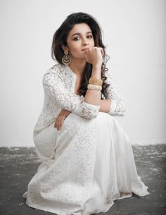 Actress Alia Bhatt in designer pearl jewelry earrings and eye catching antique bangles (Pic 2)