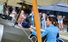 Duke and Duchess of Cambridge go casual at New Zealand naval base | Mail Online