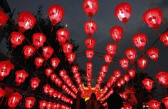 People walk under red lanterns on display during Lantern Festival ...600 x 389 | 80.7 KB | www.chinadaily.com.cn