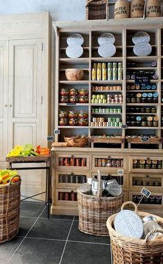 Epicerie gourmande à Nice. Big baskets on the floor tiled flora with lighter cupboards reaching roof Tante Emma Laden, Deli Shop, Farm Shop, Lovely Shop, Store Displays, Shop Interiors, Retail Shop, Cafe Bar, Retail Design