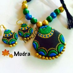 Nice color combo Terracotta Jewellery Making, Terracotta Jewellery Designs, Terracotta Earrings, Antique Jewellery Designs, Handmade Jewelry Designs, Beaded Necklace Patterns, Jewelry Patterns, Diy African Jewelry, Teracotta Jewellery