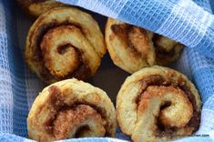 Quick Cinnamon Rolls Recipe Bistro Food, Bistro Kitchen, Quick Cinnamon Rolls, Muffins, Brunch, Biscuit Bread, Eat Breakfast, Coffee Break, Just Desserts