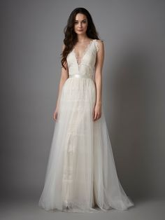 Looking for the top wedding dress designers? Catherine Deane wedding dresses are at Metal Flaque! Try them at our Bridal Shop in Paris. Top Wedding Dress Designers, Wedding Dress Trends, Wedding Dresses For Sale, Wedding Ideas, Catherine Deane Wedding Dress, Fitted Wedding Gown, Dress Shapes, Evening Outfits, Wedding Looks