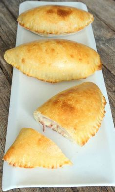 ostskinkpiroger15 Calzone, Snacks, Hot Dog Buns, Lchf, Bakery, Dinner Recipes, Food And Drink, Pizza, Sweets