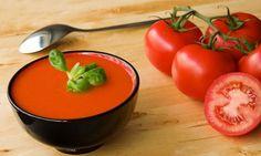 Receta de gazpacho andaluz aunque yo le pongo mas tomate y aceite de oliva virgen