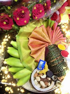 Housewarming Decorations, Diy Diwali Decorations, Festival Decorations, Flower Decorations, Pongal Celebration, Ganesh Chaturthi Decoration, Indian Wedding Gifts, Pooja Room Door Design, Wedding Gift Wrapping