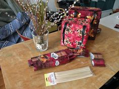 kaikki kuvassa Crafts For Girls, Recycling, Gift Wrapping, Gifts, Gift Wrapping Paper, Presents, Wrapping Gifts, Recyle, Repurpose