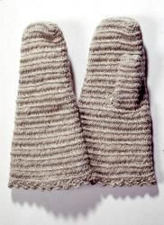 Nalbound mittens, Lahti, Southern Finland. Made in 1960-2005. Length 26.7 cm, width 15.5 cm.