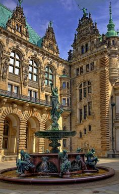 Das Rathaus (city hall) in Hamburg, Germany