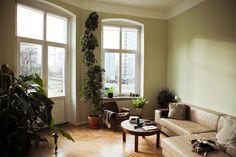 Love this living room! European Apartment, Berlin Apartment, Apartment Interior, Home Living Room, Apartment Living, Living Spaces, Small Living, Interior And Exterior, Interior Design