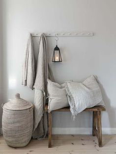 〚 Warm natural tones and vintage decor: cozy cottage in Sweden 〛 ◾ Photos ◾Ideas◾ Design Cozy Cottage, Cozy House, Shabby Cottage, Shabby Chic, Cheap Home Decor, Diy Home Decor, Decoration Hall, House Decorations, Christmas Decorations