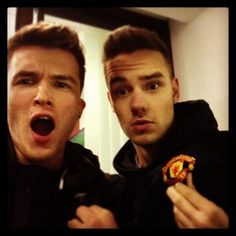 Your hair looks the same! Haha (: Lam Lam Lam Devine Sheldon Sheldon Rubio Payne<<<< haha it does it's just going in different directions! Liam James, James Horan, Liam Payne, One Direction Niall, Drummer Boy, Cher Lloyd, Louis Williams, 1d And 5sos, I Cant Even