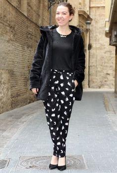 Total Black: abrigo Elite99, top Zara, Pantalón Style Moi, Zapatos Bata