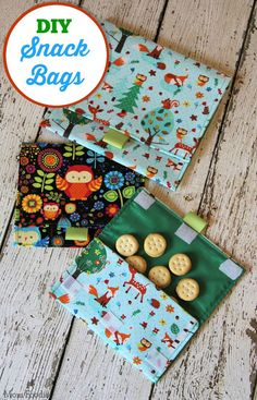Homemade Snack Bags: Easy Back to School Sewing Craft.line with plastic for easier cleaning Diy Sewing Projects, Sewing Projects For Beginners, Sewing Hacks, Sewing Crafts, Sewing Tips, Sewing Tutorials, Sewing Machine Projects, Bags Sewing, Sewing Patterns