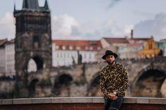Charles Bridge (Karlův most) - Prague Holiday, Travel Hints & Tips Prague Charles Bridge, Chinese Model, Photo Location, Old Town, American Girl, Cool Photos, Photoshoot, Old City, Photo Shoot