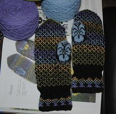 In English: The mittenbook - Solveig´s mittens It is a new Swedish pattern-book. Ravelry, Pattern Books, Fingerless Gloves, Arm Warmers, Mittens, English, Thinking About You, Fingerless Mitts, Fingerless Mitts