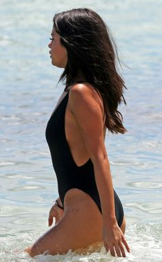 Selena Gomez, Bathing Suit thigh tattoo Selena Gomez Flaunts 2 New Thigh Tattoos in Sexy Swimsuit Selena Gomez Bikini, Selena Gomez Fashion, Selena Gomez Outfits, Style Selena Gomez, Selena Gomez Fotos, Selena Gomez Tattoo, Selena Gomez Body, Selena Gomez Weight, Beyonce Tattoo