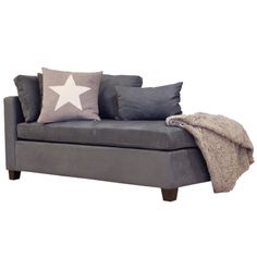 Lounge i grå farge med 4 myke puter. www.krogh-design.no/shop/lounge-2