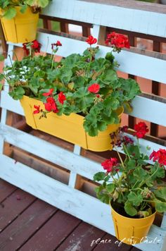 Remodelaholic   30 Outdoor Pallet Projects