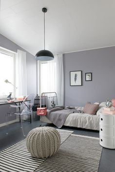 habitación chica con gris y rosa delicado