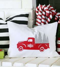 Christmas is almost here! I can hardly believe it! Here are some last minute easy DIY Christmas...