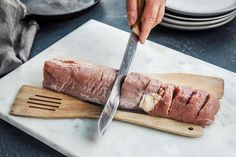 Hasselback-svinefilet med blåmuggost | Coop Mega Brie, Pesto, Bacon, Pork, Snacks, Kale Stir Fry, Appetizers, Pork Chops, Pork Belly
