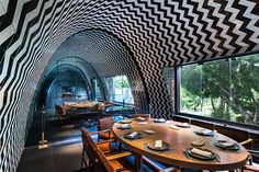 Restaurant tiles with custom design in Mexico - Decoration Gram Mexico City Restaurants, Upscale Restaurants, Restaurant Bar, Restaurant Design, Spa Interior, Interior Design, Design Innovation, Minimal Home, Das Hotel