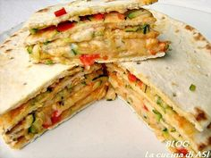 Torta di piadine ricetta salata molto appetitosa con un prodotto tipico romagnolo e farcito con verdure e formaggio semplice e gustosa!