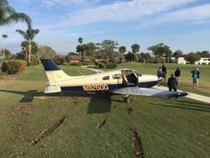 PHOTO Piper PA-28 Archer (N92500) force lands on Miles Grant Country Club, Florida after a loss of engine power. (28-JAN-2017). @TCPalm