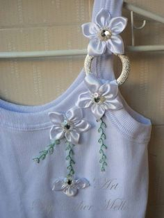 59 ideas for clothes upcycle diy refashioning ideas Diy Clothing, Clothing Patterns, Sewing Patterns, Ribbon Embroidery, Refashion, Fabric Flowers, Diy Fashion, Blouse Designs, Upcycle