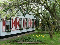 Romantisch boerderijtje - Huizen te Huur in Veelerveen, Groningen, Nederland Mirror, Furniture, Home Decor, Decoration Home, Room Decor, Mirrors, Home Furnishings, Home Interior Design, Home Decoration