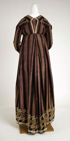 Dress (back) Date: ca. 1802 Culture: Spanish Medium: silk, metal Dimensions: (bodice) Length at CB: 6 in. cm) (skirt) Length at CB: 43 in. Antique Clothing, Historical Clothing, Women's Clothing, 1800s Fashion, Vintage Fashion, Regency Dress, Regency Era, Jane Austen, Spanish Dress