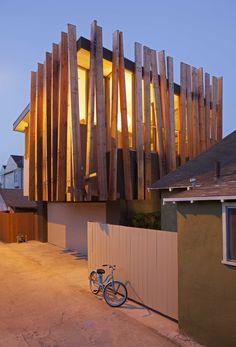 Construído na 2013 na Venice, Estados Unidos. Imagens do Undine Pröhl. Programa Remodelação interior e exterior e adição em uma casa unifamiliar e quintal adjacente. Primeiro andar: sala de estar, cozinha / copa,...