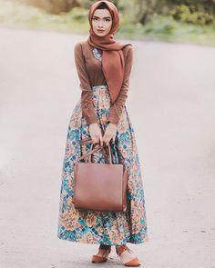 Loving this skirt by @rumaali_ #modestfashion #spring #ootd #vsco