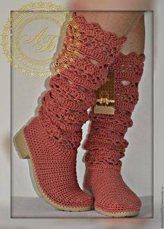 Best Crochet Shoes And Boot Designs Crochet Boots, Crochet Slippers, Crochet Clothes, Knit Crochet, Cute Shoes, Me Too Shoes, Knit Shoes, Shoe Pattern, Slipper Boots