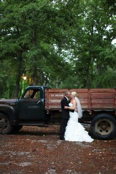love these kisses by a rusted old vintage pick up truck, photo by http://www.twochicsphotography.com