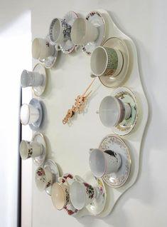 Tea time clock - DIY idea -- Cute for shabby chic room Alice In Wonderland Room, Wonderland Party, Décor Antique, Diy Clock, Clock Ideas, Eclectic Design, Tea Pots, Creations, Diy Crafts