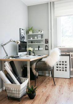 These cute desk decor ideas are perfect for a home office, dorm desk or cubicle! Cute Desk Decor, Cute Office Decor, Desk Decorations, Home Office Design, House Design, Office Designs, Desk Redo, Diy Décoration, Room Inspiration