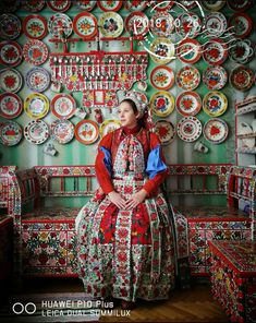 Folk Clothing, Historical Clothing, Folklore, Motion Photography, Rainbow Flowers, Folk Dance, World Cultures, House Painting, Traditional Dresses
